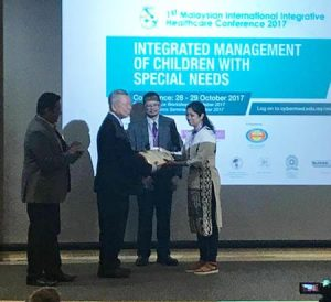 Dr Vaishali receiving her award for this case history at the 1st Malaysian International Integrative Medicine Conference